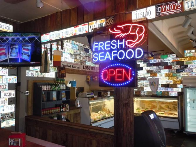 Key west 39 s 10 spots and shacks for delicious conch food for Key largo fish market