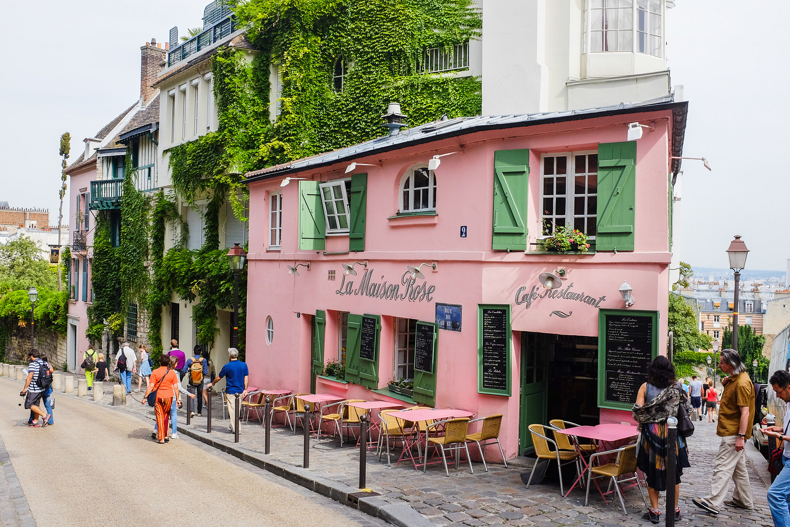 24 enchanting views of montmartre paris for Autour de la maison rose