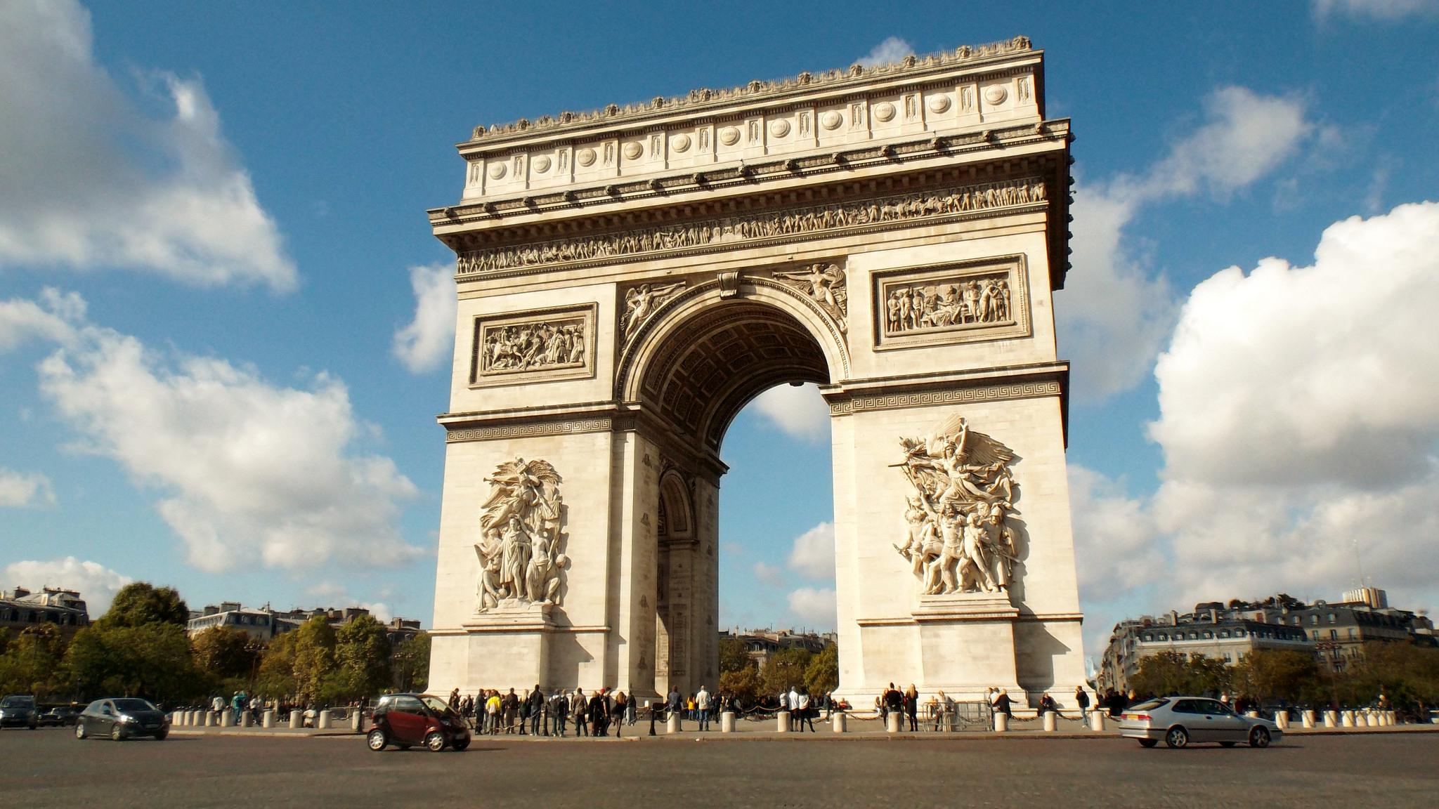 how many steps up the arc de triomphe