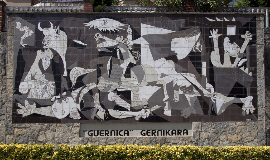 Pablo picasso 39 s 39 guernica 39 a symbol against war for Mural guernica