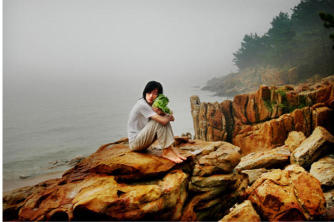 Han Bing, Me and My Cabbage at Suma Bay, Jiangsu, 2005.