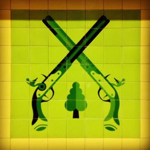 Cross duelling pistols ©Flickr, Joel Edegran.