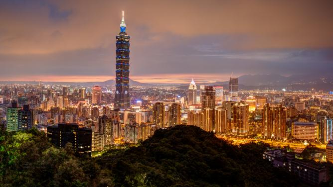 Skyline of Taipei at sunset © Dave Wilson