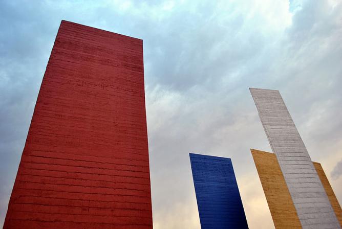 Torres de Satélite © ProtoplasmaKid/Wikipedia
