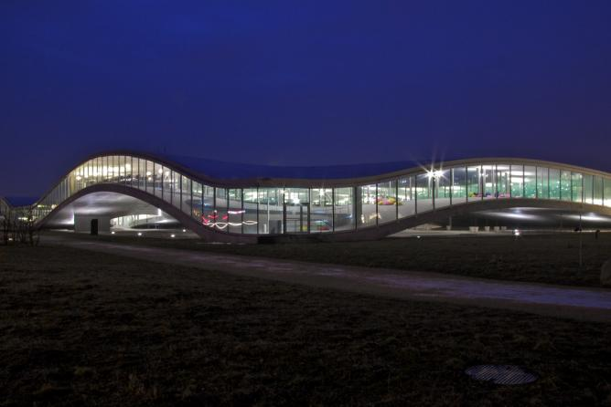 Rolex Learning Center by night | © Mikado1201/WikiCommons