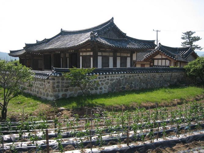Hanok House in Korea © Alain Seguin/WikiCommons