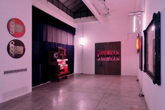 Manhattan Club (installation view), Flavio Favelli, 2011