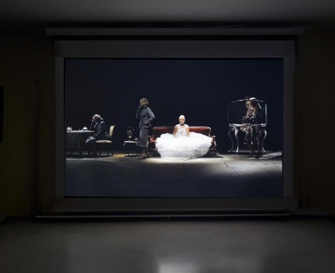 Nicola Costantino, SINFONIA INCONCLUSA, Eva, los Sueños, Video instalación, 2012