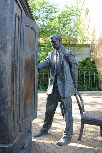 Statue of C.S. Lewis