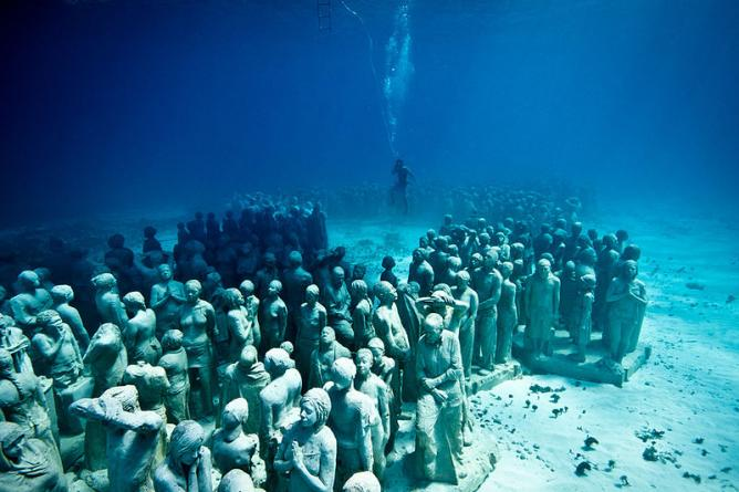 Jason deCaires Taylor sculpture of girl underwater for MUSA. Diving Into Atlantis  Jason deCaires Taylor s Underwater Sculptures