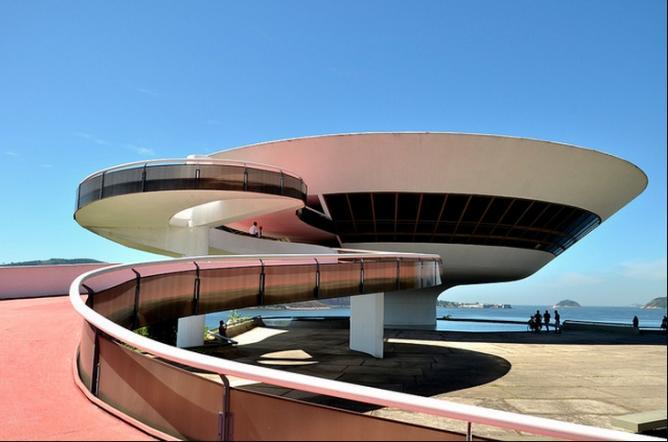 The Niterói Contemporary Art Museum, Rio de Janeiro, designed by Oscar Niemeyer | © Rodrigo Soldon/Flickr