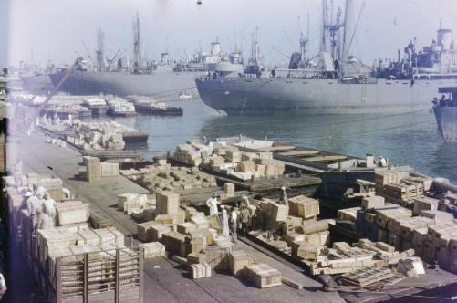 Royal Air Force parts being unloaded at Port Said, 1944 | © Imperial War Museum/WikiCommons