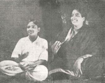 D. K. Pattammal (right) singing with her brother, DK Jayaraman, ca. early 1940s
