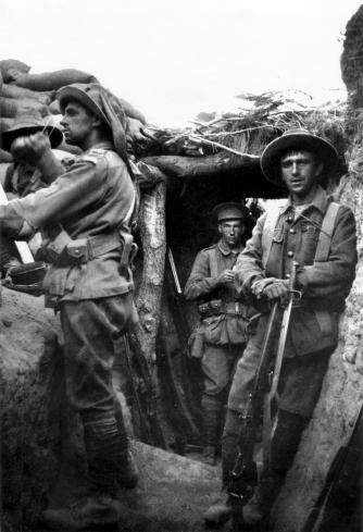 Australian Soldiers Captured in a Turkish Trench | © Gsl/WikiCommons