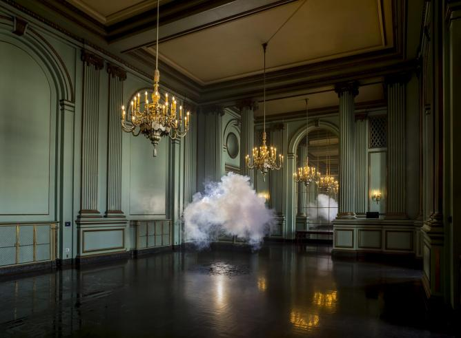 Berndnaut Smilde, Nimbus Green Room, 2013, courtesy the artist and Ronchini Gallery