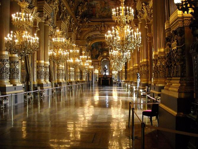 Opera House Foyer : The best cultural tours in paris