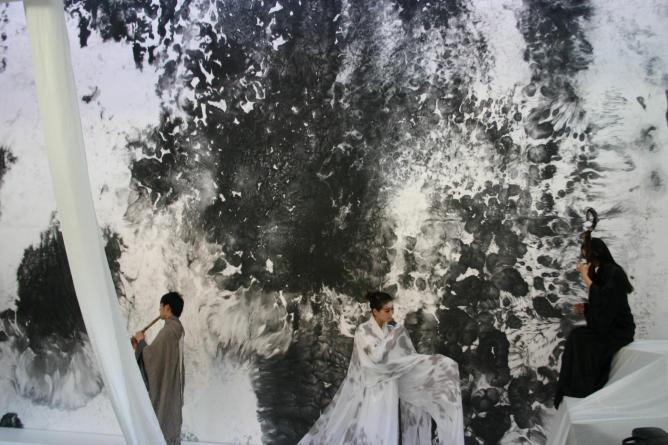 Bingyi 'Cascade' (2011) Ink, household cleaners, and water on paper. Commissioned by the Smart Museum of Art, Lobby of the Smart Museum, University of Chicago, image courtesy the artist, installation view (detail) with performers