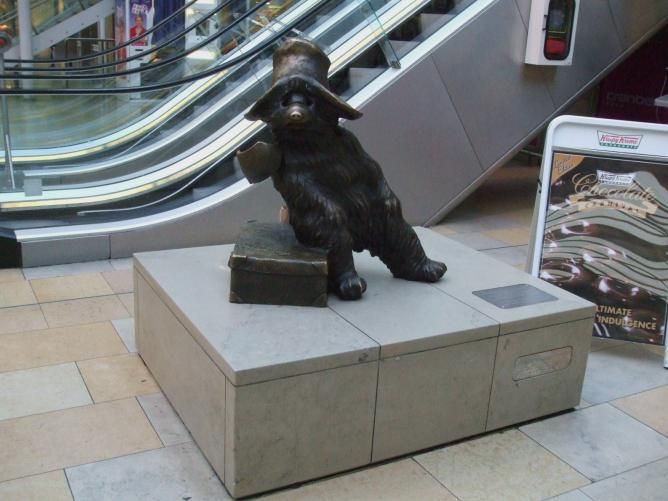 paddington station statue bear england