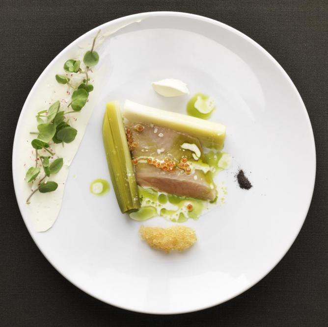 'Focus on Water': mild smoked arctic char and coal baked leeks | © Magnus Skoglöf/ Mathias Dahlgren