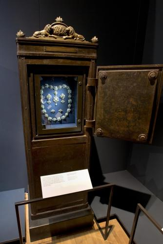 Installation image of 'Pearls' |  © Victoria and Albert Museum