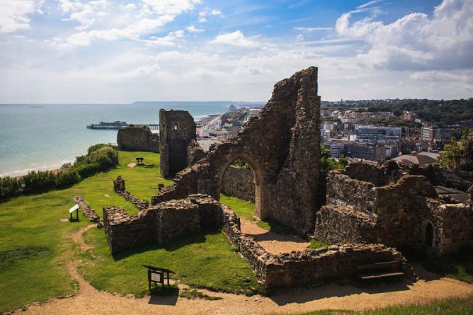 Hastings Castle | © Kreepin Deth/WikiCommons