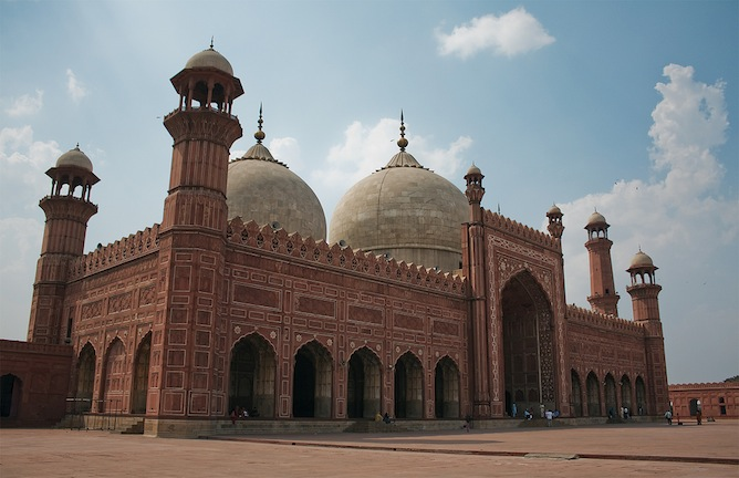 Badshahi Mosque | © lukexmartin/Flickr