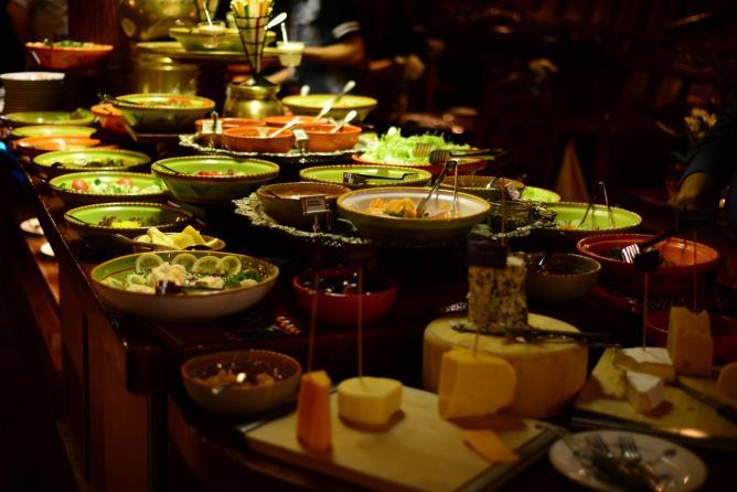 Kuwait Citys 10 Best Restaurants : 56 245130 al boom buffet from theculturetrip.com size 668 x 446 jpeg 43kB