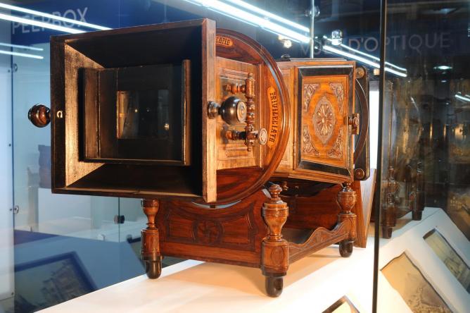 Megalethoscope - Dubai Moving Images