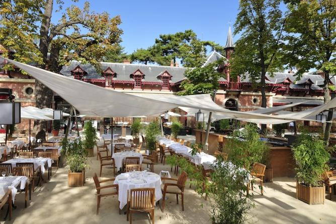 The 10 best restaurants for al fresco dining in paris for Le jardin des frenes restaurant