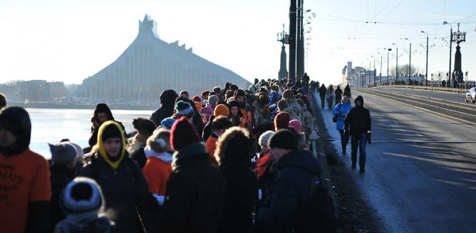 Human Chain of book lovers | Photo by Kaspars Garda/Courtesy by Riga 2014