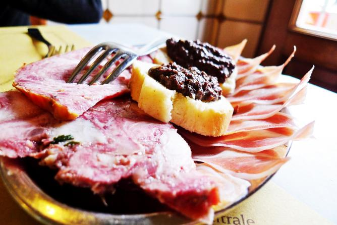 Cold meats and tapenade | © Darren and Brad/Flickr