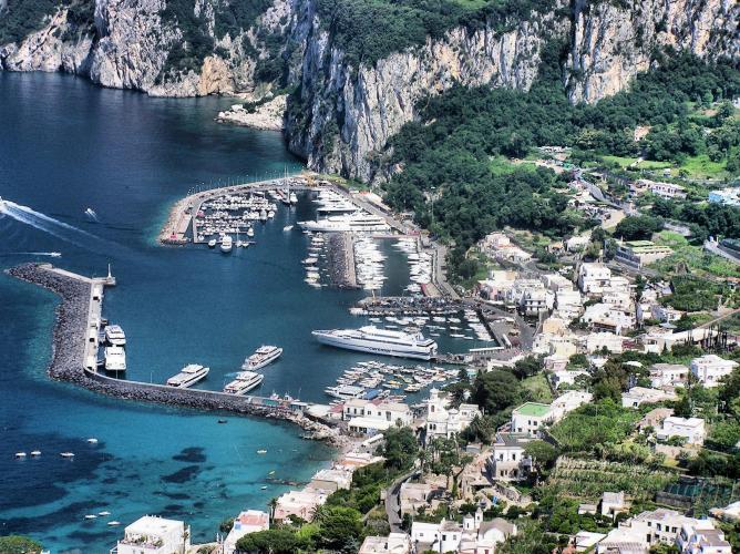 Capri harbour | © Adrian Pingstone/WikiCommons