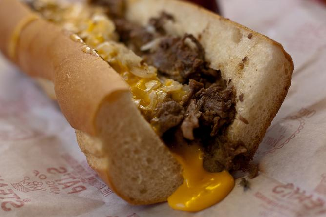 Pat's King of Steaks | © Yuri Long /flickr