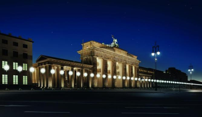 © Daniel Bueche | Light frontier in front of the Brandenburger Tor