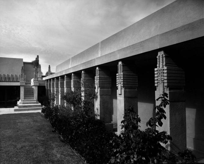 Hollyhock House Exterior 2 | © Julius Shulman/WikiCommons