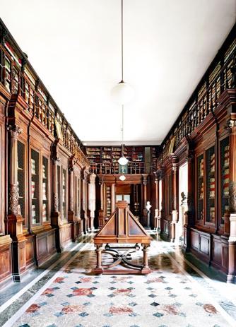 Höfer - Biblioteca Nazionale Napoli II 2009 | Courtesy of Matthew Liu Fine Arts