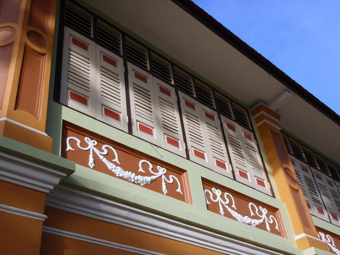 Decorative mouldings on a terraced house in Tiong Bahru, Singapore | © Kok Leng Yeo/FlickrCommons