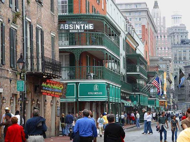 Bourbon Street, New Orleans, in 2003, looking towards Canal Street | © Krakers/WikiCommons