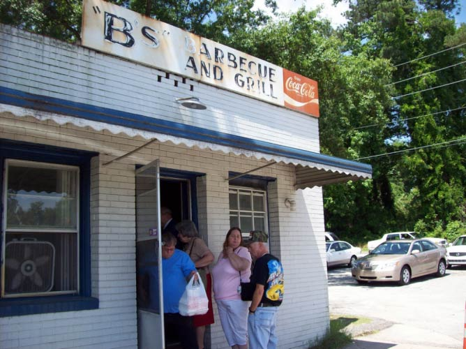 Alt text: B's Barbecue's old style gives it a unique charm, giving it a deserved place on the best places to eat in Greenville, NC