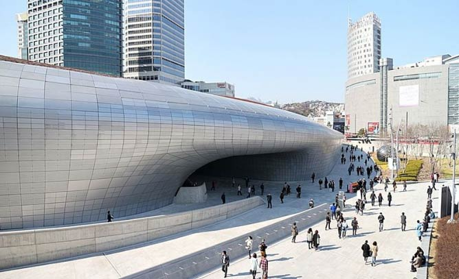 Dongdaemun Design Plaza | © Massyparcer/Courtesy of WikiCommons