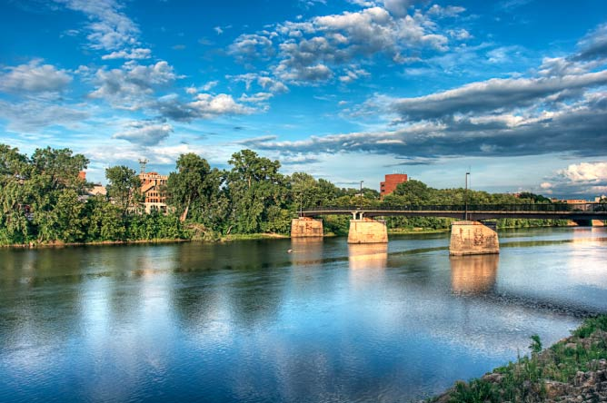 Bridge over the Chippewa River in Eau Claire, WI | © Randen Pederson/Flickr
