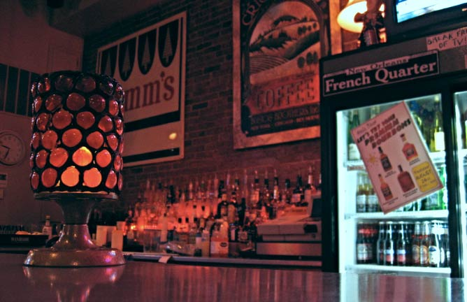 The bar at Stella Blues | © painty/Flickr