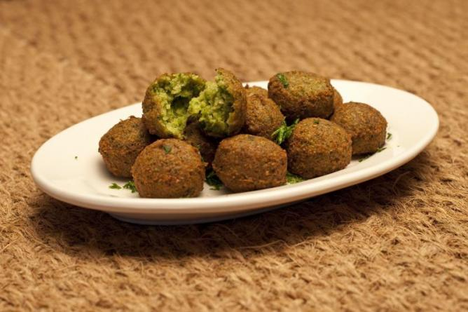 Golden Falafel balls © yummyporky/Wikipedia