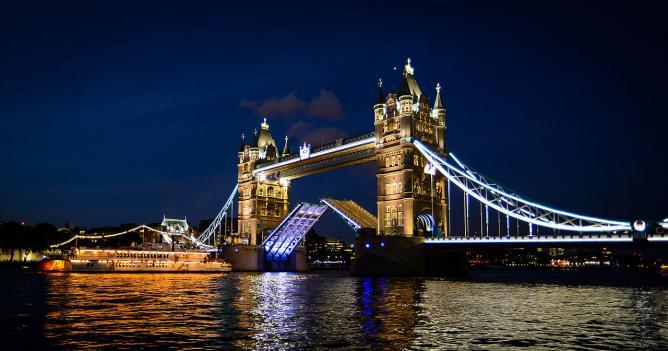 Tower Bridge © Kashif.h/Wikimedia