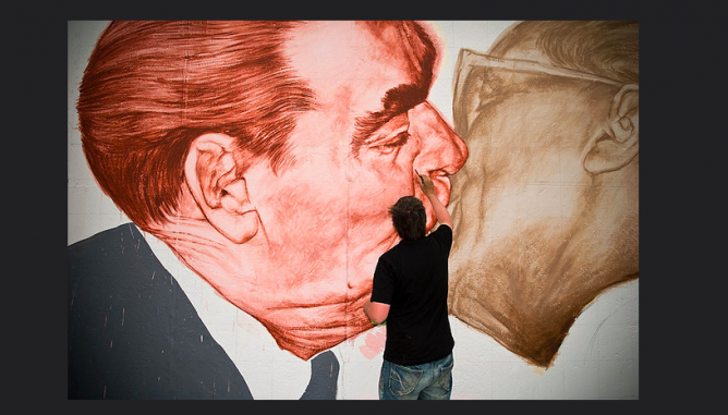 Berlin, Germany, June 2009 - Dmitri Vrubel recreate his masterpiece 'Bruderkuss' from 1989 for The Wall's 20 years anniversary. © Morten Gustafsson/Flickr