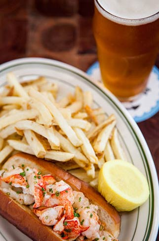 Connie and Ted's Lobster Roll / Courtesy of Noe Montes