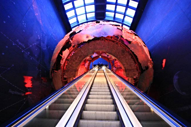Earth Lift, Natural History Museum | © Barney Moss/Flickr