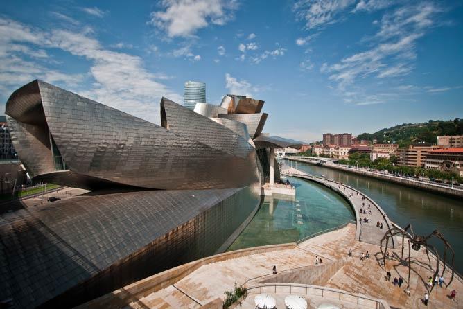 Guggenheim Bilbao exterior   © Andrea Ciambra/Flickr