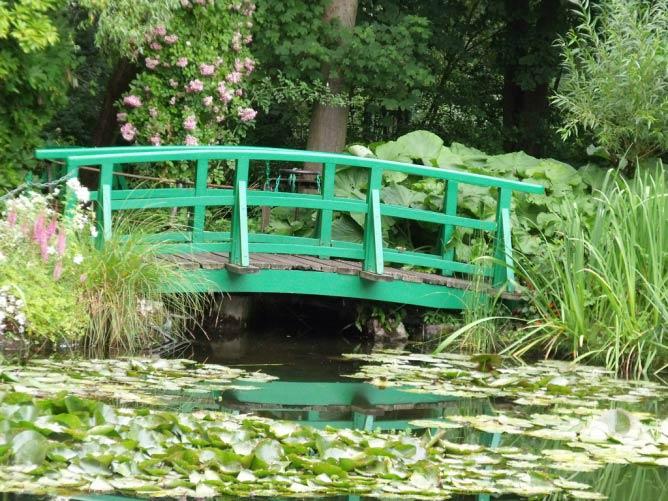 The famous bridge over the waterlily pond in Monet's garden   © Elliott Brown/Flickr