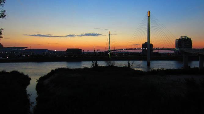 Bridge linking Omaha and Council Bluffs   © Nelo Hotsuma/Flickr